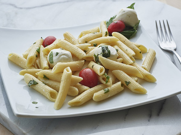Penne Pasta with Mozzarella & Tomato G&G