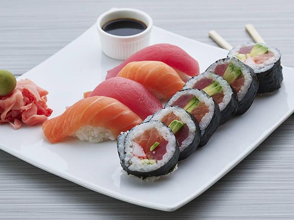 Salmon Tuna Big Roll Combo A